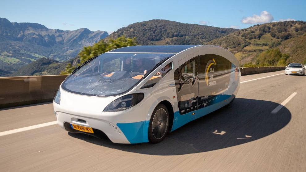 El auto que atravesó Europa sin detenerse y alimentado con energía solar