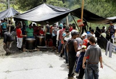 Unos 2.500 manifestantes instalan un campamento a las afueras de Medellín