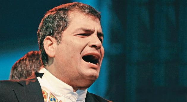 Rafael Correa propone acabar los diarios de papel