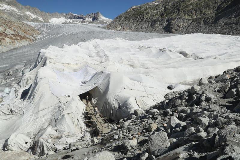 En Suiza, Alemania e Italia cubren los glaciares con mantas para impedir que se deshielen