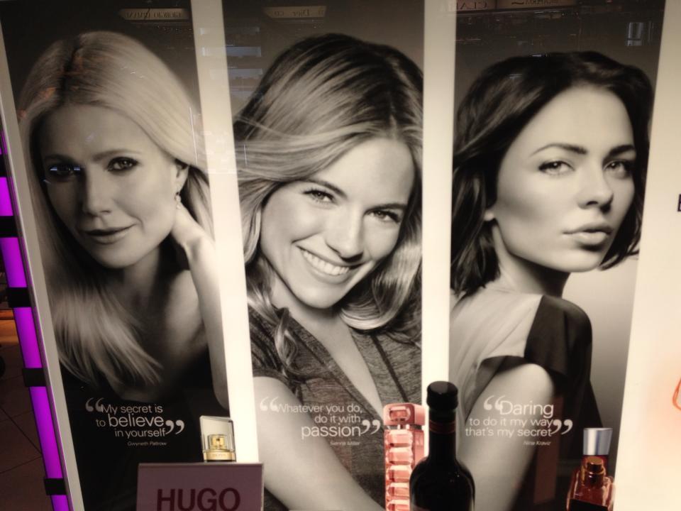 Camea postea foto de Nina Kraviz en poster de Perfume de Hugo Boss
