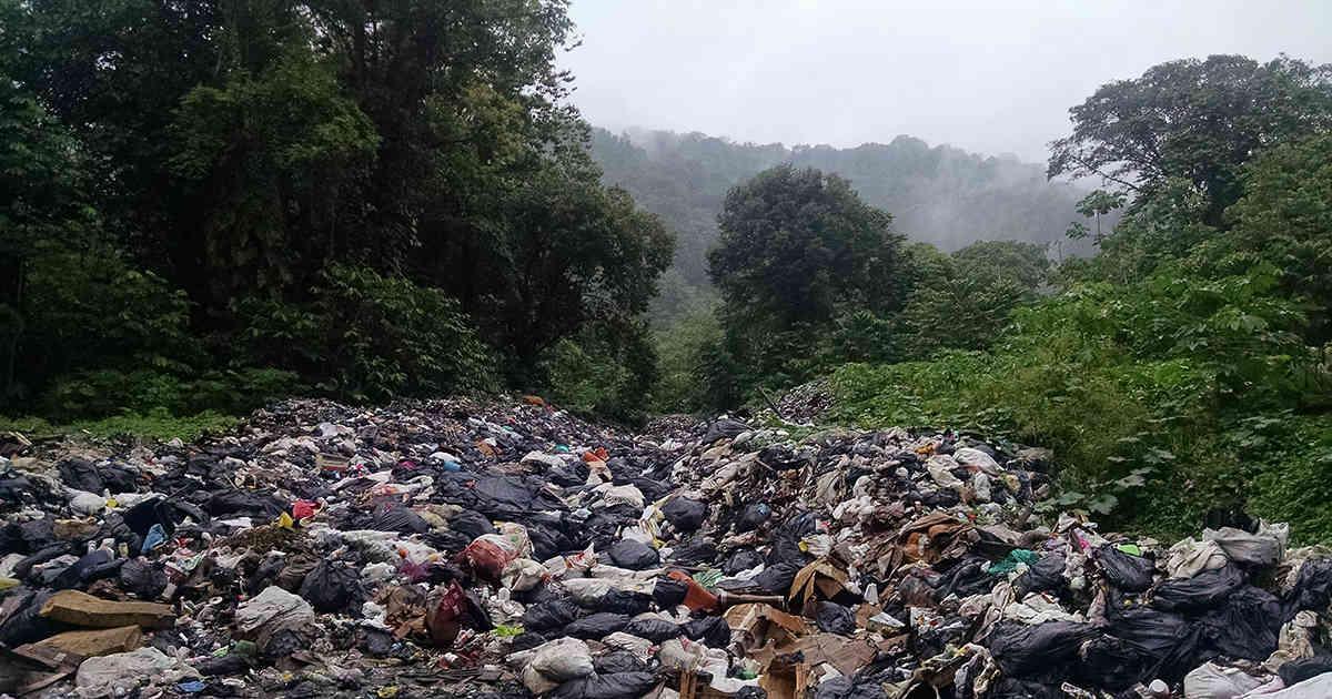 Las comunidades indígenas de Bahía Solano se están ahogando en basura