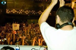 Mp3: Alexi Delano – Live at Horeb Bar Medellin 15-06-2008 ( PREPÁRATE PARA EL BAILE )