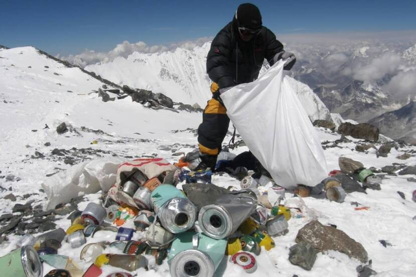 HIMALAYA: Sherpas recogen 28 toneladas de basura arrojada por turistas