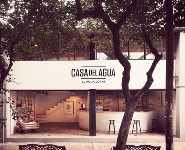 Un Bar de México sirve agua de lluvia a la carta