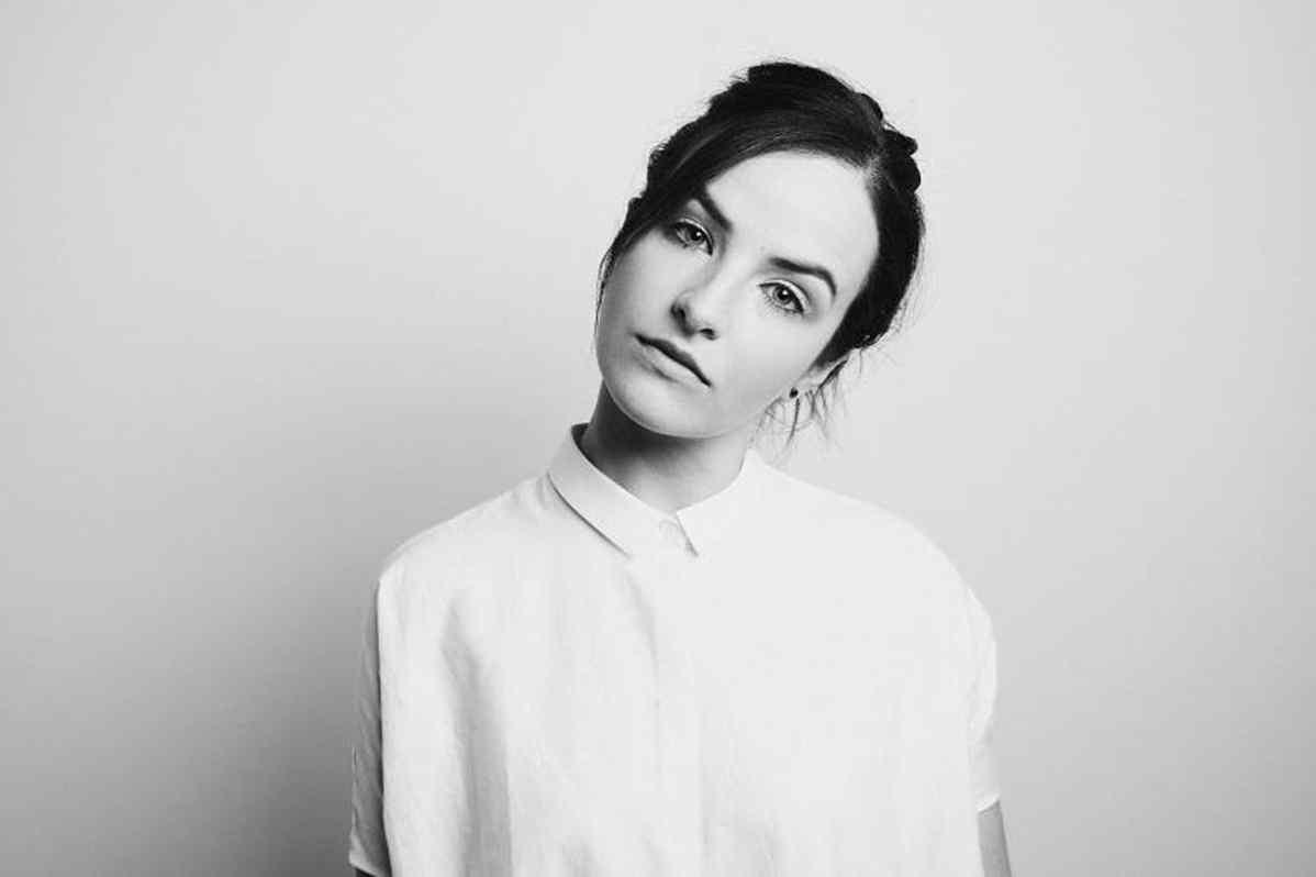 Ela Minus debuta en Domino con su primer sencillo y vídeo