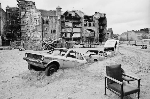 Hinter dem Tacheles 19901 La historia de cómo el techno unificó a Berlín después de la caída del Muro