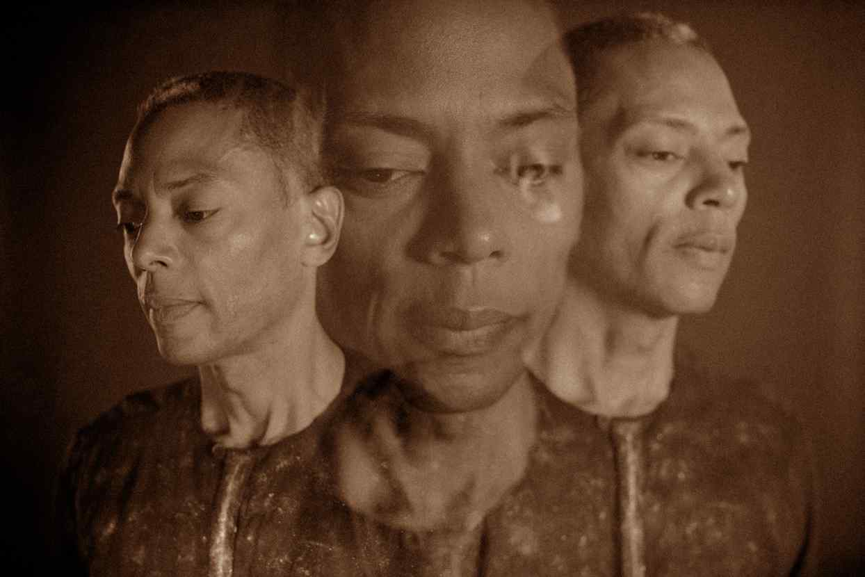 Jeff Mills continúa su serie Every Dog Has Its Day como Millsart