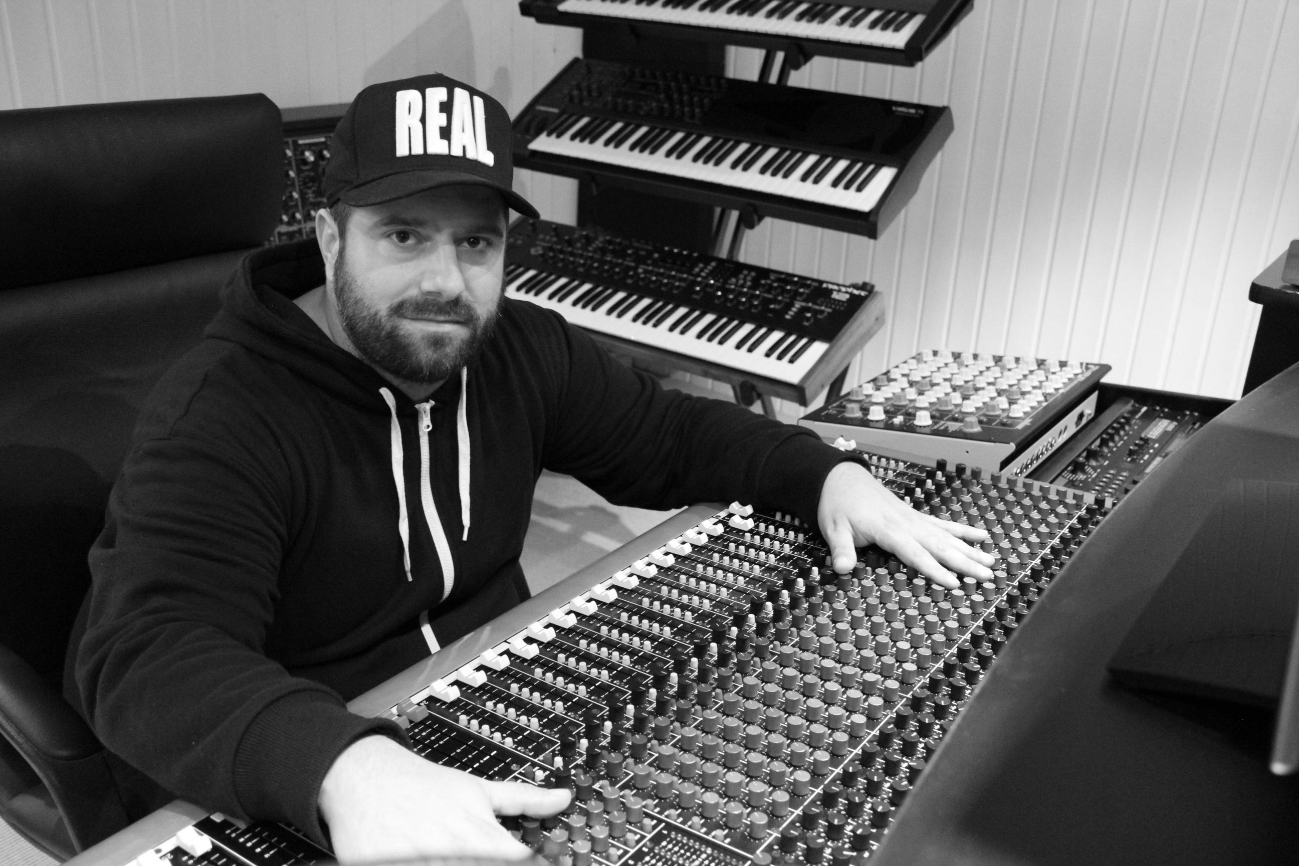 Johannes Heil nos dejó conocer su estudio para hablar de su reciente LP