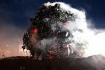 """""""Meteorito"""" de 35 toneladas de basura cae en Ginebra para denunciar suciedad"""