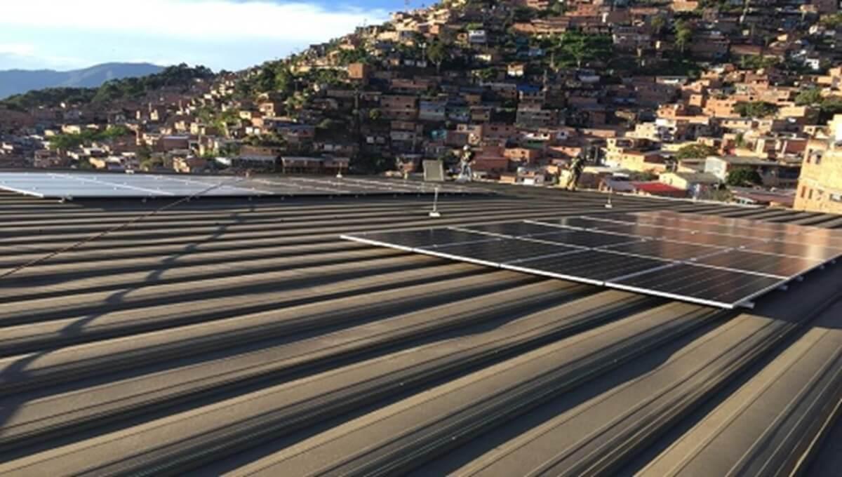 Paneles solares son usados por el Metro de Medellin para avanzar en la implementación de energías limpias