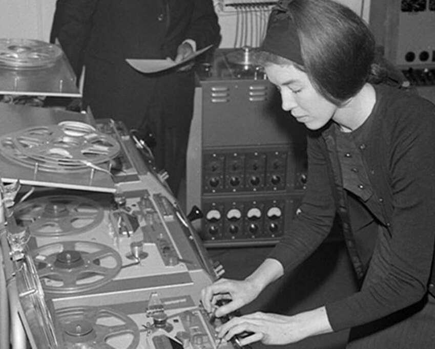 Pioneras en la musica electronica min