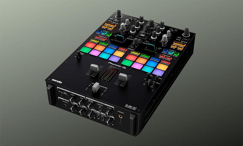 Conoce el nuevo DJM-S7 de Pioneer DJ, mixer para batallas con bluetooth