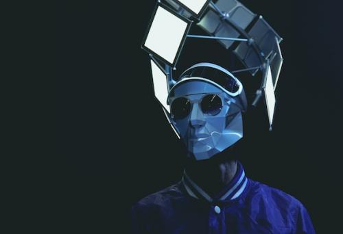 Satin Jackets pasa por Dancing Astronaut