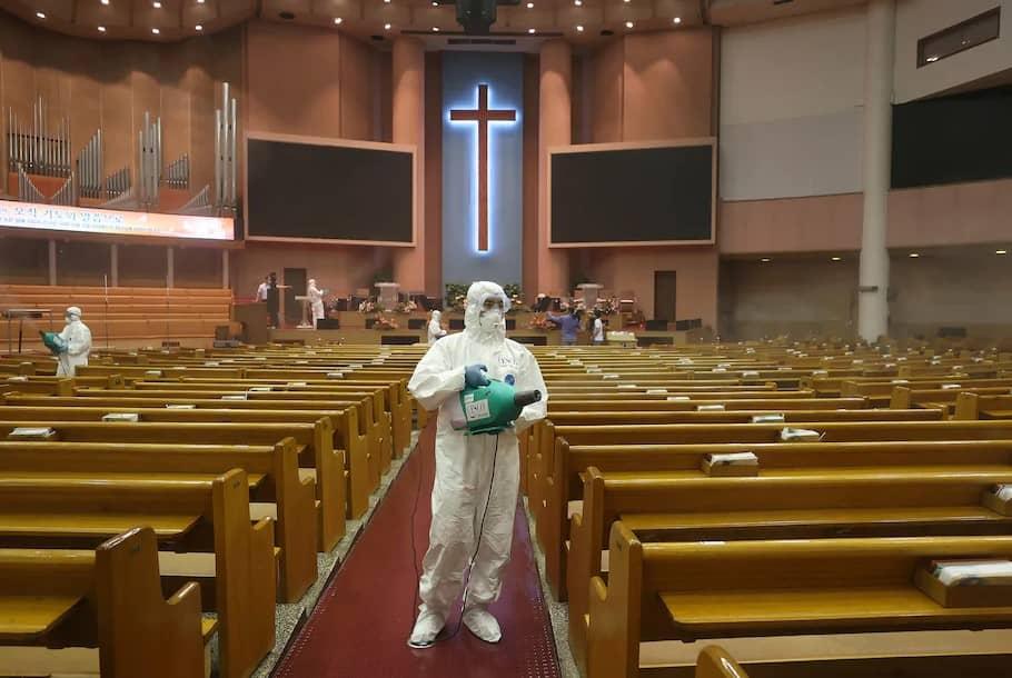 Seúl cierra colegios, bares, museos e iglesias por rebrote de 297 casos de Covid-19 la tasa más alta en 5 meses