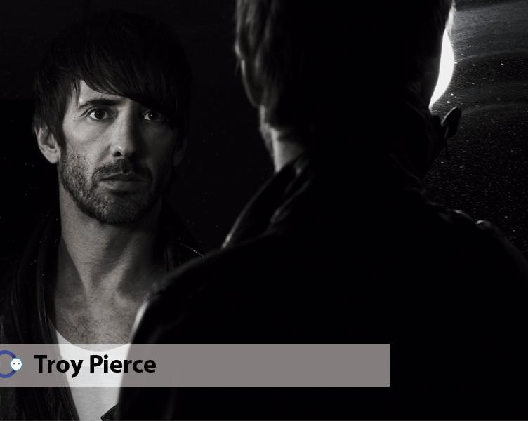 Troy Pierce y su mix Les Loups