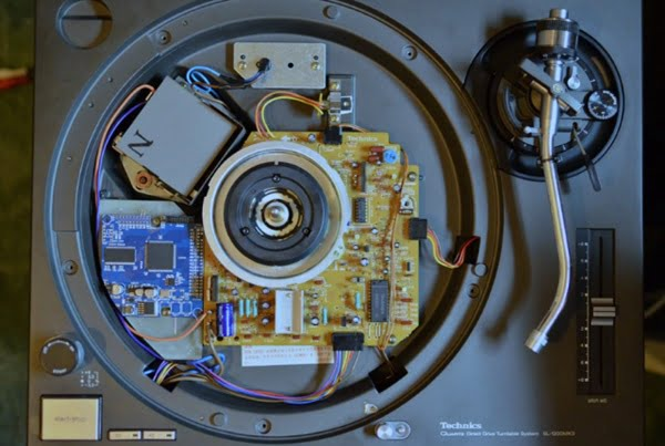 Un giradiscos que lee archivos digitales sin usar software