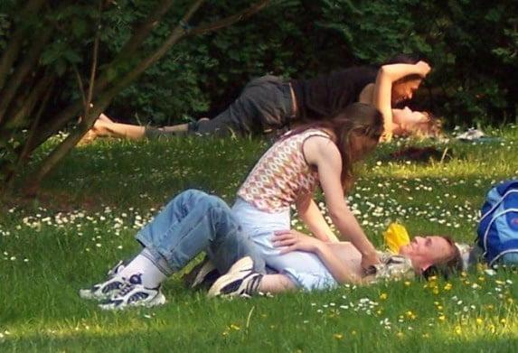 Rastrojear en HOLANDA: Ahora es Legal tener Sexo en los parques .