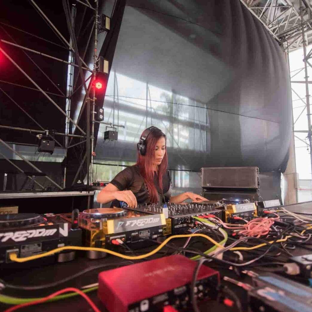 ALEJA SANCHEZ guía un viaje mental en Global Vibe Radio