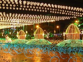Despegó en Medellín la construcción del alumbrado navideño 2013
