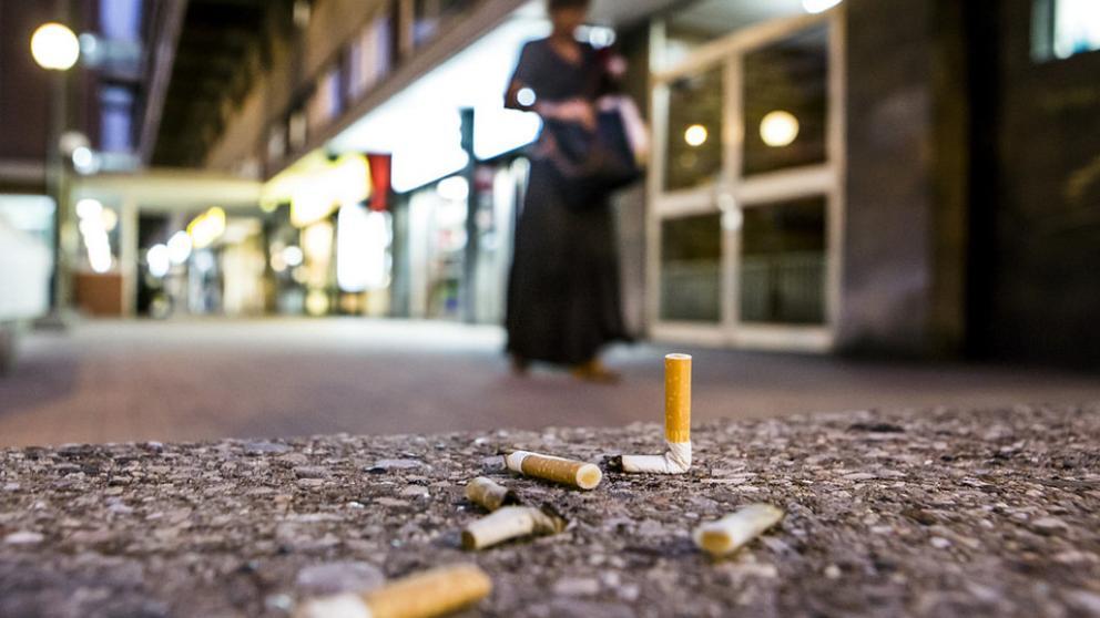 Sanción a quien arroje colillas de cigarro y chicles a las calles
