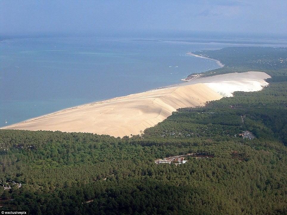 Francia: Dune du Pilat. Espectacular montaña de arena se traga bosques, casas y carreteras