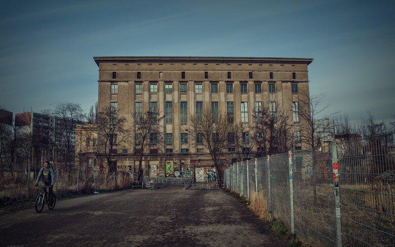 HIGH CULTURE: Mientras en Londres cierran Fabric a Berghain en Berlín le bajan los impuestos al 7% del 19%