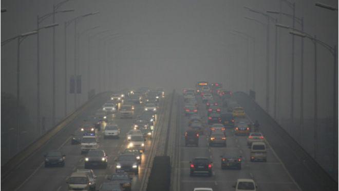 Impactantes fotos de Pekín en alerta roja por la fuerte contaminación