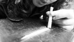 Que lleva una linea de cocaína...