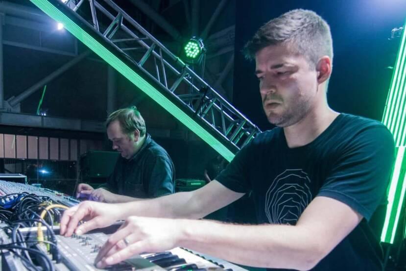 EXTRAWELT construye una galaxia musical en Automatik Akrobatik EP