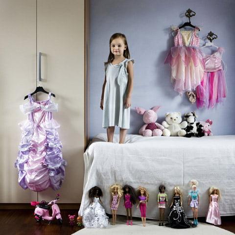 Toy Stories: Niños de todo el mundo son fotografiados con sus Juguetes Favoritos.