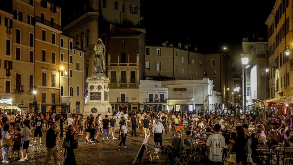 Italia cierra discotecas al aire libre para evitar rebrotes