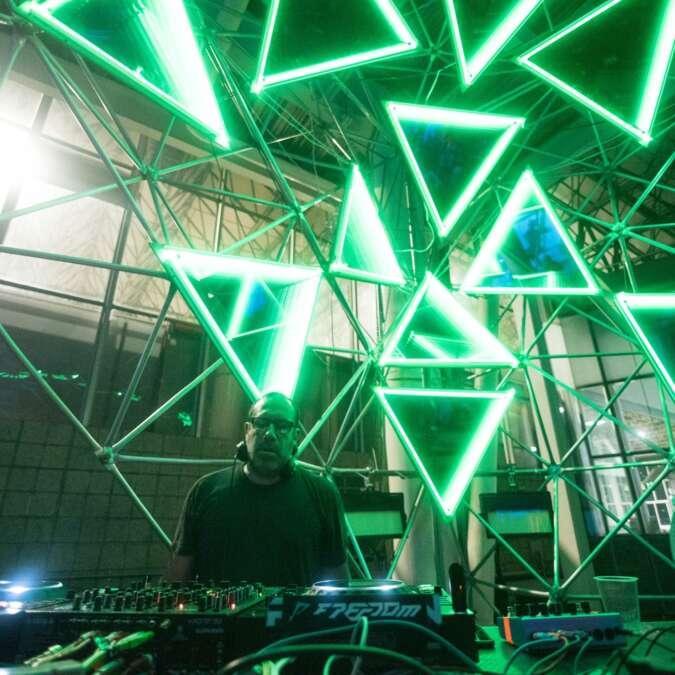 JOHN BELTRAN: Es tiempo de navegar con música 2020