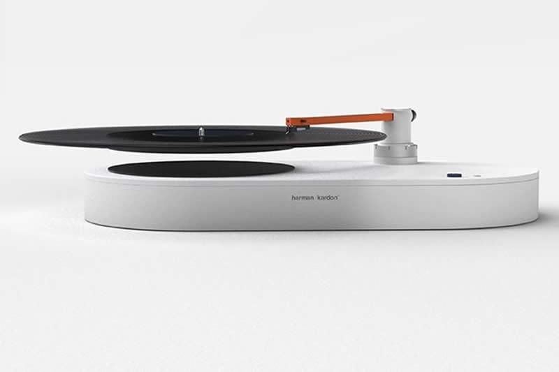 Descubre el giradiscos que hace flotar los discos de vinilo al reproducirlos