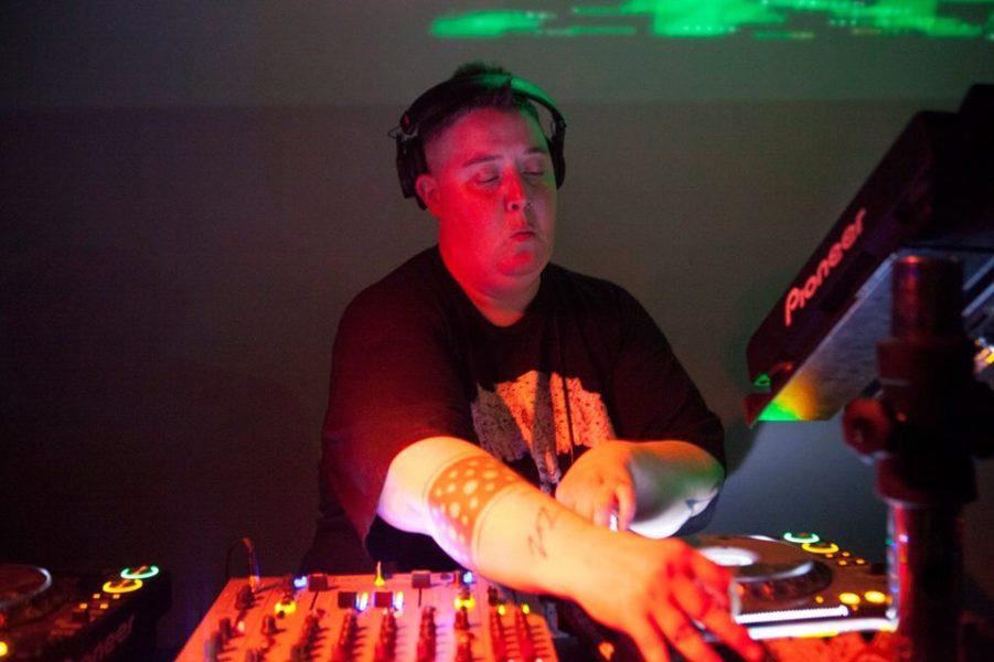Báilate el viernes con DJ Shiva aka Noncompliant para el WHOLE festival
