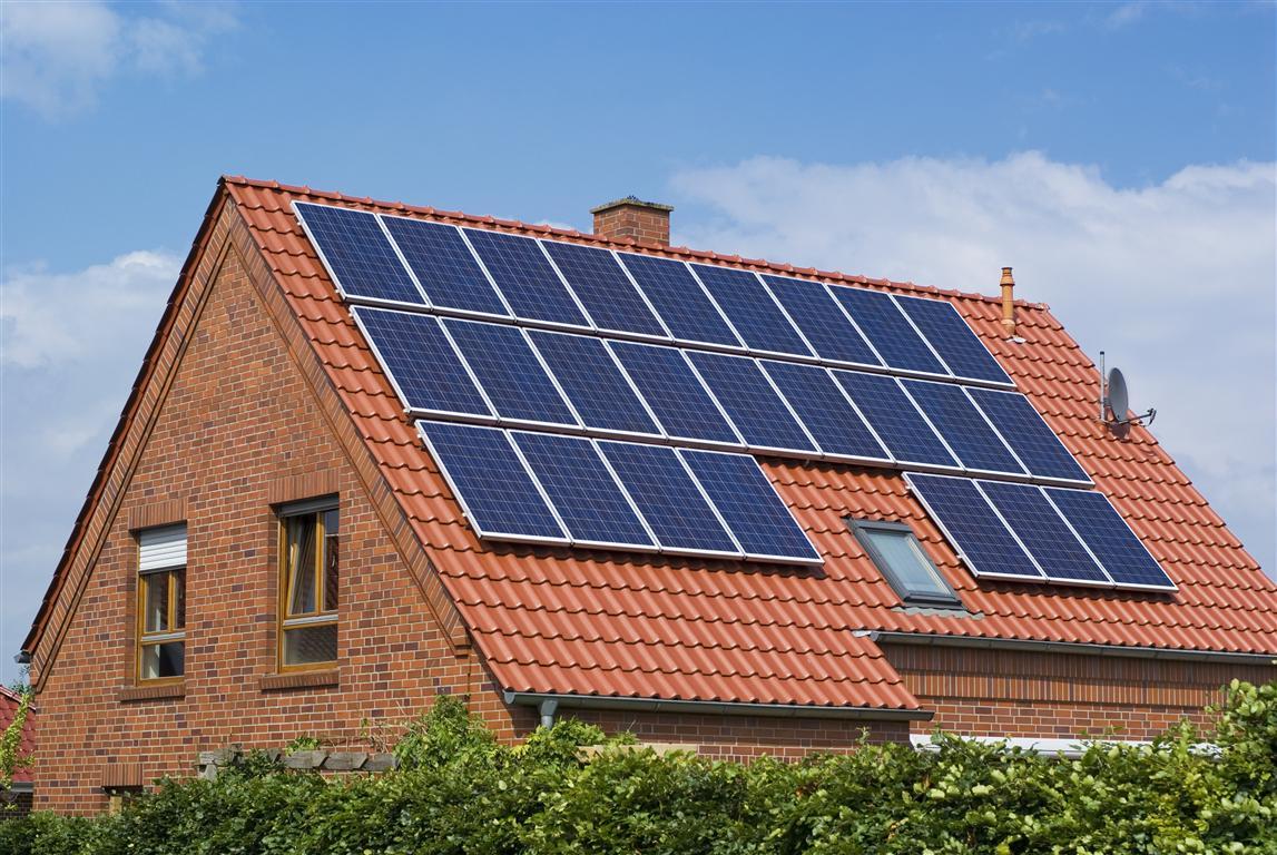 En los futuros artificiales serán obligatorios los paneles solares en el hogar