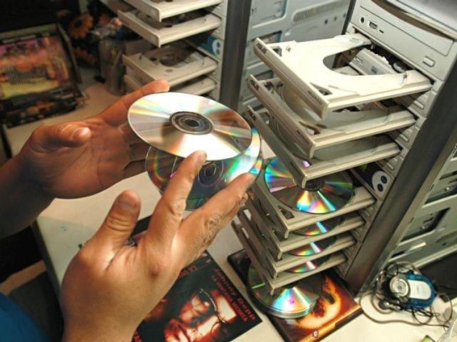 """Por qué la """"piratería"""" es beneficiosa para los músicos, y la industria discográfica no"""