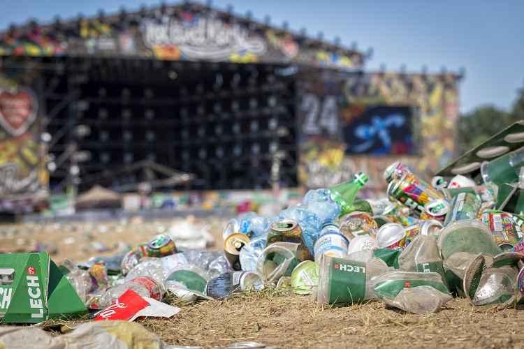 Blond:ish y más de 1500 Djs le piden a la industria electrónica eliminar el plástico