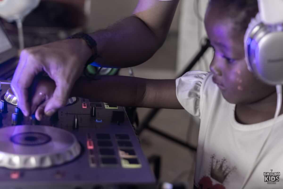 GROUNDKIDS: Donde los niños aprenden con música electrónica