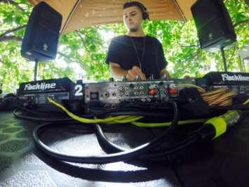 Talentos resurgentes: Entrevista a Alex Jaramillo / Raized