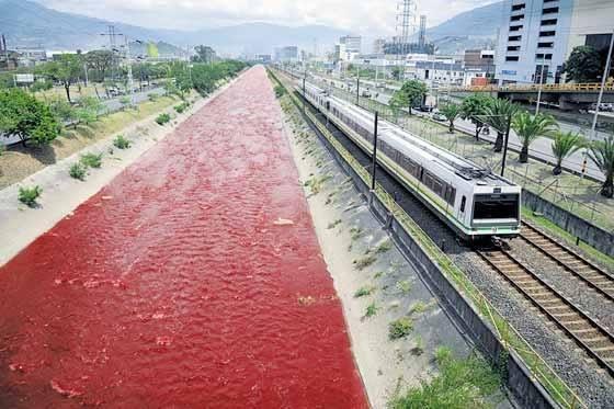Área Metropolitana sancionó a Locería Colombiana con $119.640.204 millones de pesos por teñir el Río Medellín
