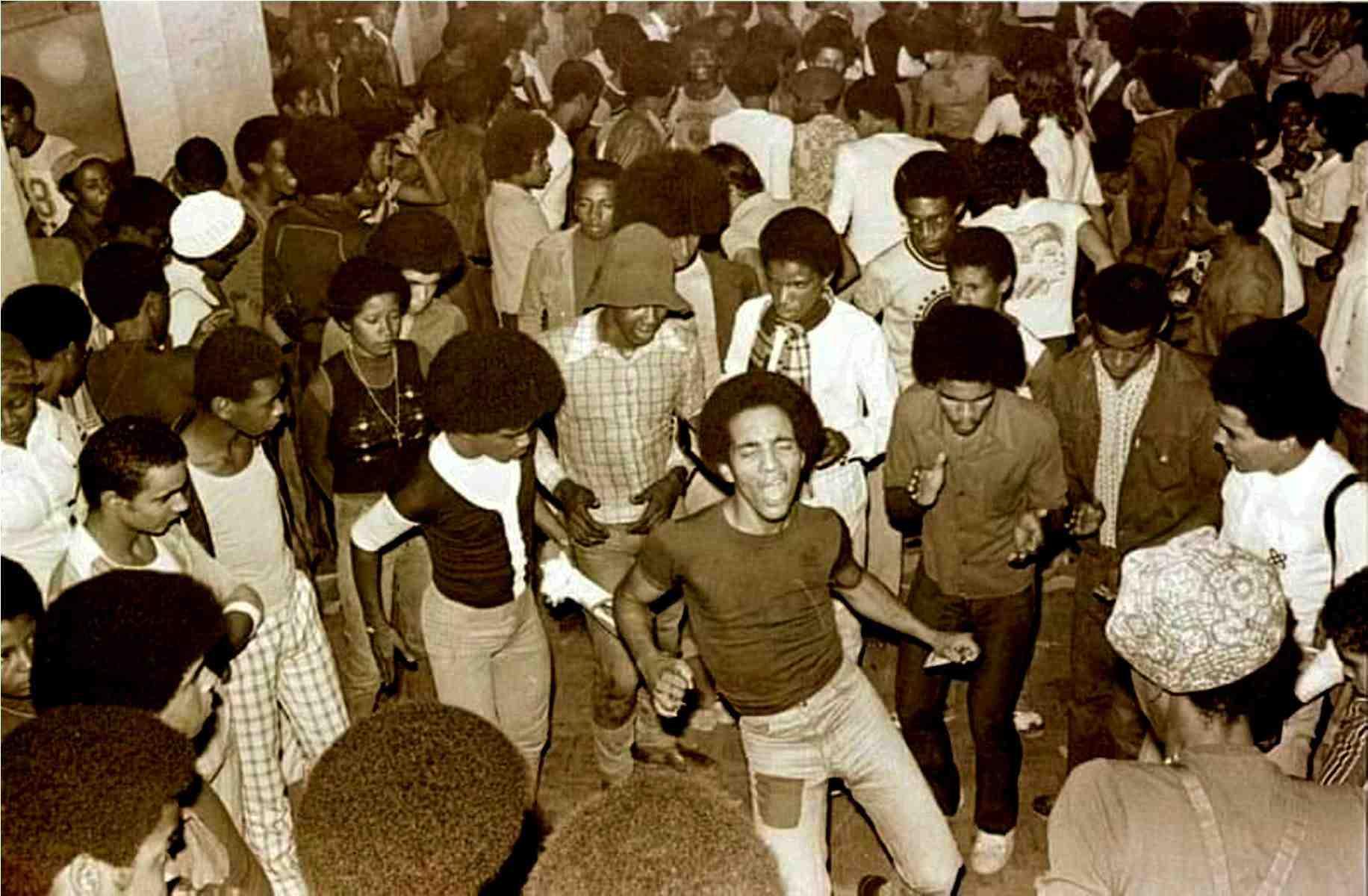 CUARENTECHNA: Documental sobre la música Funk/Soul y su participación en la guerra racial